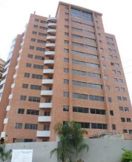 Sky group vende apartamento en res. le mans suite manantial