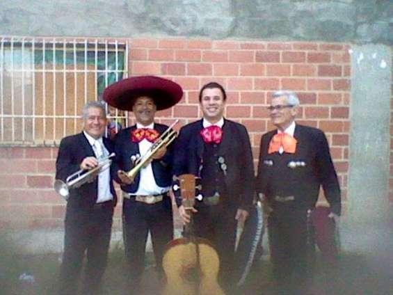 Mariachis los barbaros de mexico para el dia de las madres - caracas